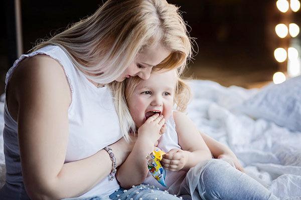 Jana je máma kurzu BUDE NÁS VÍC. Zároveň je maminkou 5leté dcery Mienky abudoucí maminkou jednovaječných dvojčátek kluků.