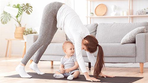 Ve videokurzu Šestinedělí apéče omiminko se dozvíte, kdy začít cvičit poporodu ajak, aby bylo cvičení prospěšné aneublížilo vám.