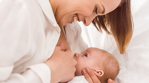 Ve videokurzu Šestinedělí apéče omiminko se dozvíte jak přirozeně kojit vaše miminko, jak se natoto období připravit, jak zjistit ještě před porodem, že vaše tělo je nakojení připraveno.