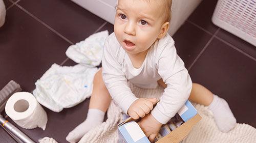 Ve videokurzu Základy první pomoci dětem se dozvíte, jak se chovat, když Vaše dítě požije něco, co nemělo, adojde kotravě.