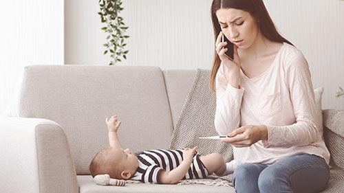 Ve videokurzu Základy první pomoci dětem se dozvíte, jak postupovat, když má vaše miminko zvýšenou teplotu, horečku či dokonce febrilní křeče.