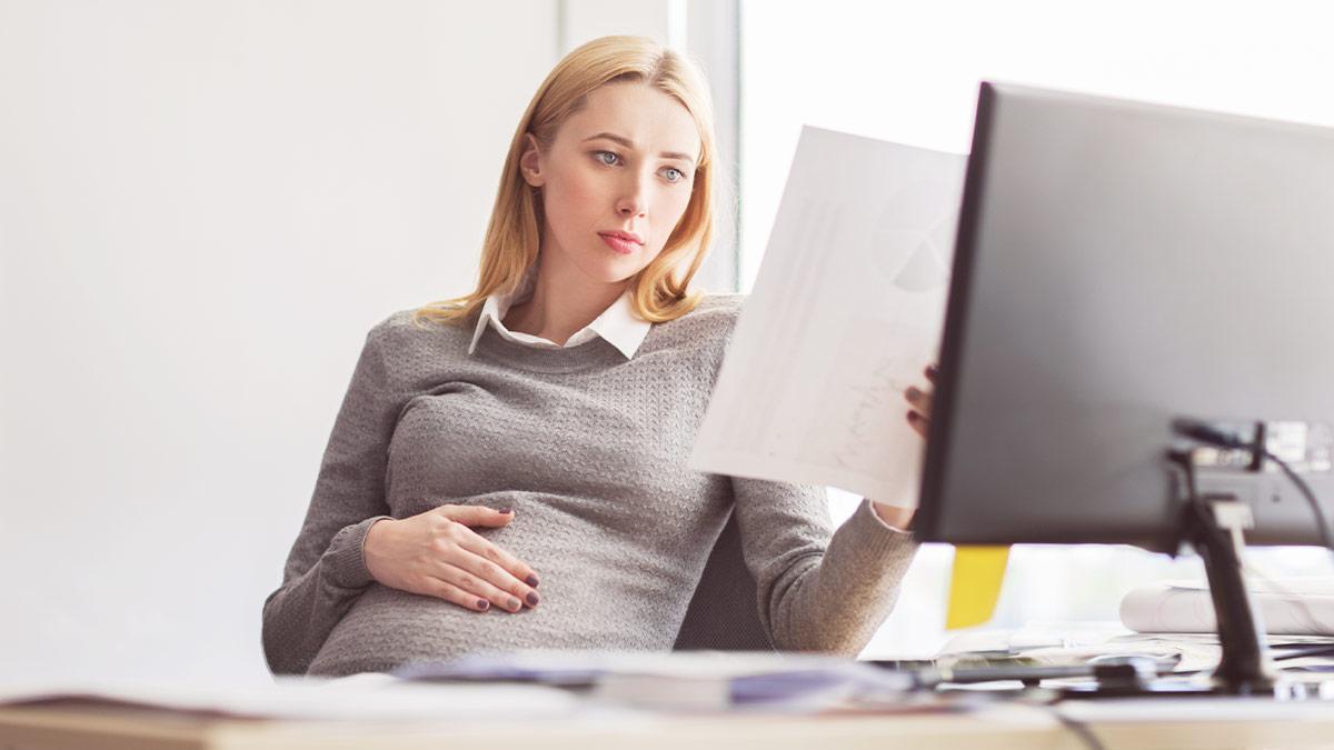 """Co to vlastně je rizikové těhotenství? Označení těhotenství jako """"rizikové"""" totiž v žádném případě nemusí znamenat problém. Naopak je skvělé, když lékař myslí na vše."""